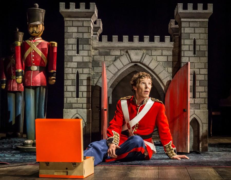 Hamlet Cumberbatcha ucieka w dzieciństwo.